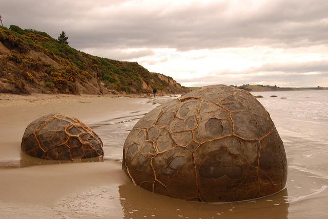 cantos rodados en playa de Koekohe