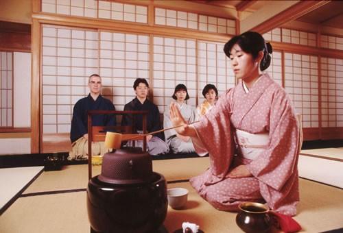 ceremonia-del-te-japones-maestra-ceremonia