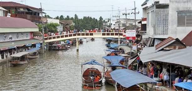 mercado flotante de amphawa en tailandia