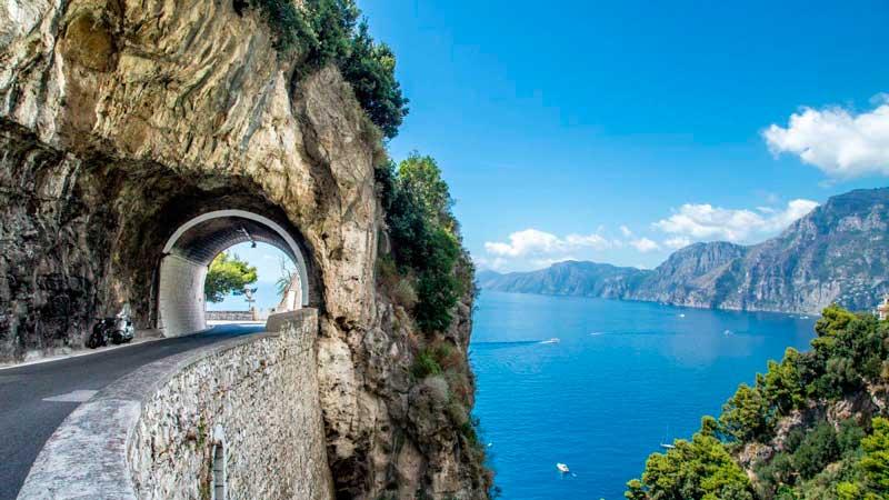Ruta por carretera siguiendo la Costa Amalfitana