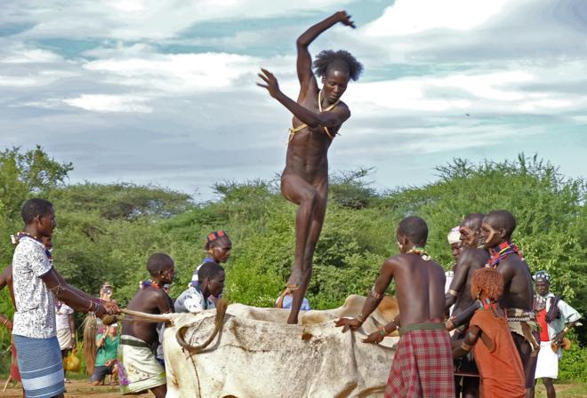 salto de la vaca-tribu hamer
