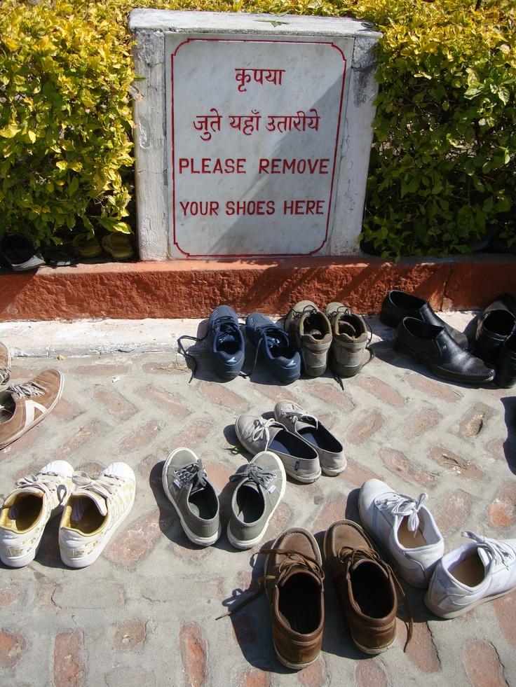 zapatos fuera en templo hindú