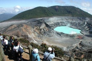 Aventura en Costa Rica en grupo Insolit