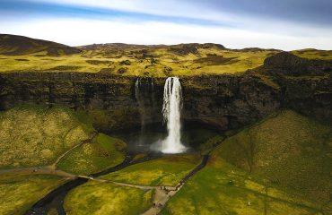 viaje-a-islandia-cascada-seljalandsfoss